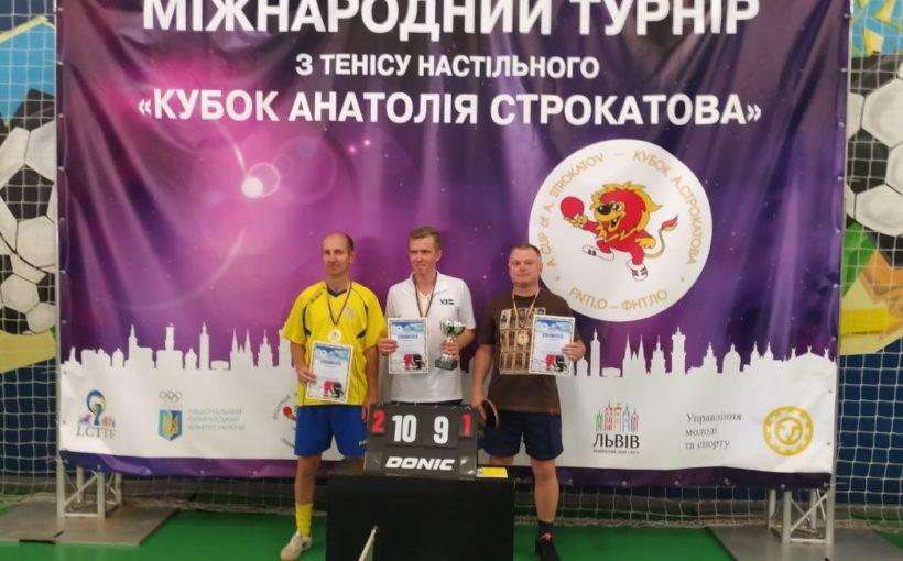Сьогодні на ХІ Міжнародному турнірі з настільного тенісу «Кубок Анатолія Строкатова» змагалися журналісти і ветерани