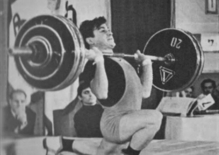 19 років тому, 8 квітня 2001-го, у віці 54 роки помер легендарний львівський важкоатлет, 17-разовий рекордсмен світу Владислав Крищишин