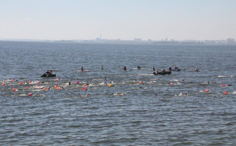 Львів'яни взяли участь у Міжнародному запливі через Дніпро: двоє перемогли у своїх вікових категоріях